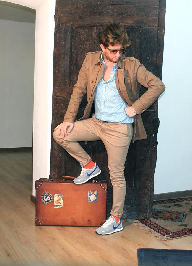 Pantaloni di ASOS, calze di Red Sox Appeal e giacca di Zara
