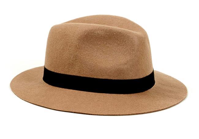 Cappello a tesa larga per la shopping list della settimana