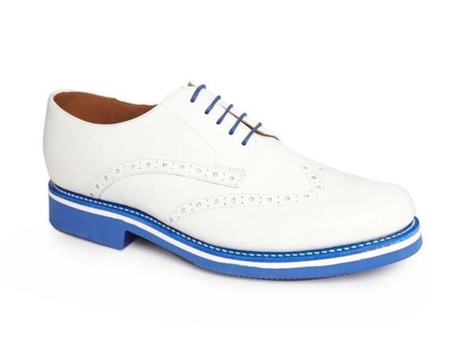 Modello scarpa brogue per l'estate 2014 con toni blu e bianco a contrasto