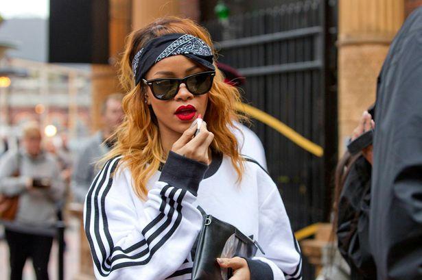 5 modi di indossare la bandana come la cantante Rihanna