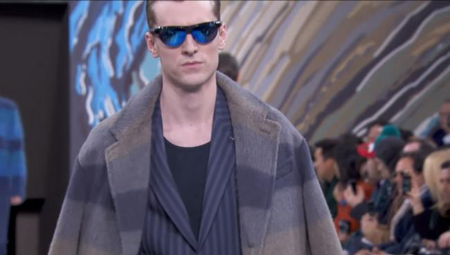 Louis Vuitton per la fall winter collection vince il classico