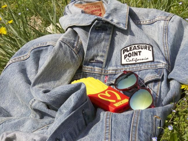Giaccia Levis, case di Moschino patatine e occhiali da sole di ASOS