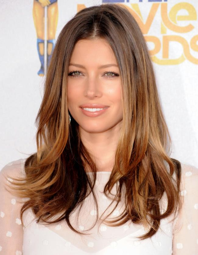 Jessica Biel opta per la nuova tendenza dell'estate 2014: splashlight