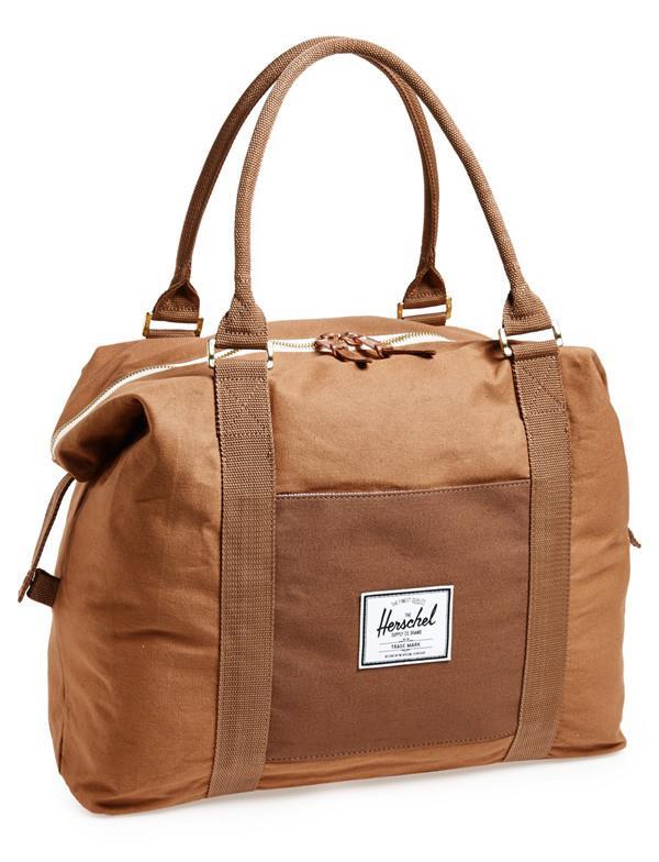 La shopping list da uomo: borsone marrone con manici lunghi