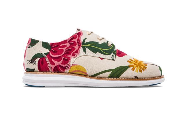 Per la shopping list della settimana la scarpa a fiori di GRAM