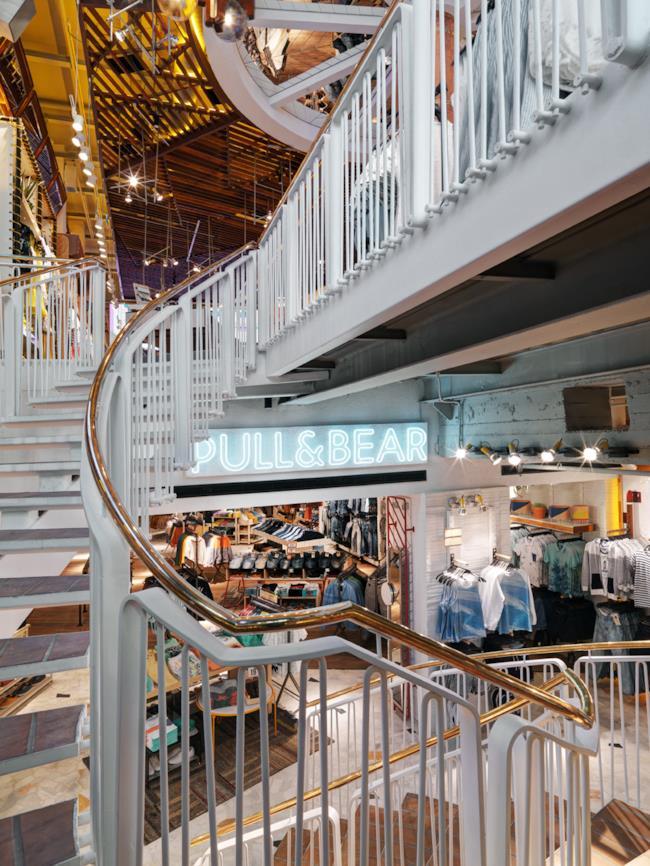 Il negozio di Pull & Bear a Milano prima dell'evento di pre-opening