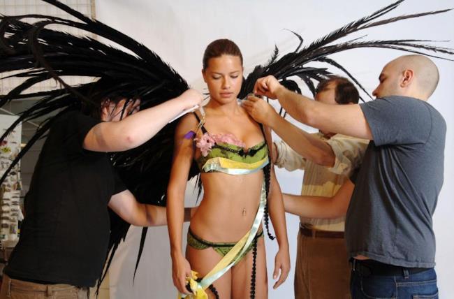 Adriana Lima durante le prove di