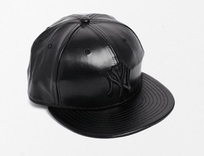 Per la shopping list il cappello della New Era