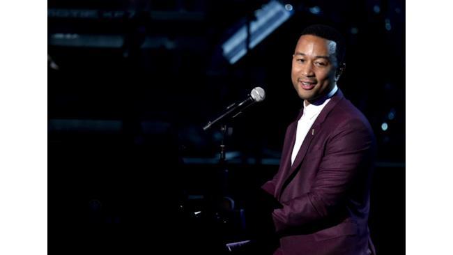 BET Awards 2014 John Legend si è esibito durante la serata