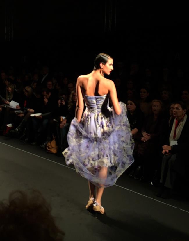Curiel Couture sfila con abiti da sera floreali
