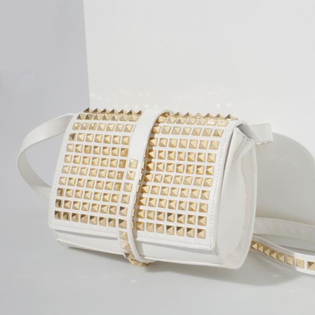 Shopping list 2014: la borsa con borchie di Zara
