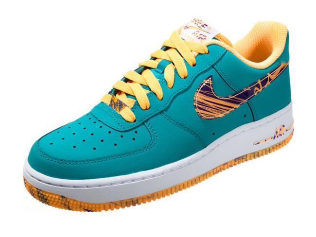 94aa034b8ecd8 Scarpe da uomo su Zalando per i saldi 2014  sneakers con baffo a contrasto  della Nike