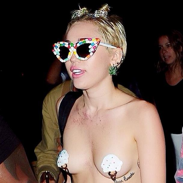 New York Fashion Week 2014: Miley Cyrus nuda al party di Alexander Wang