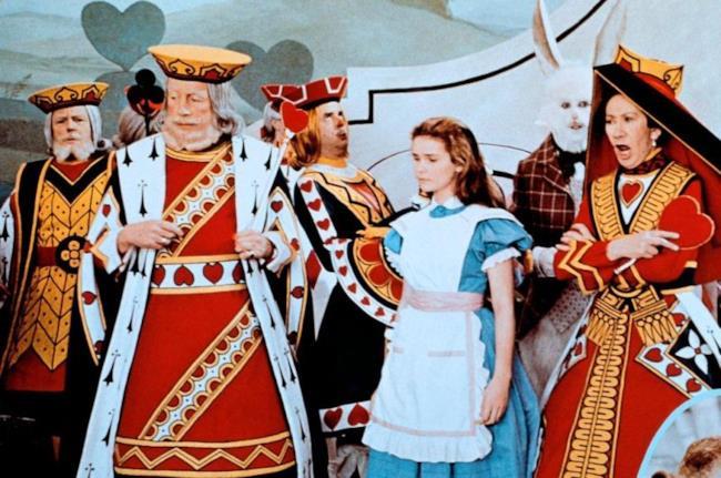 Un frame del film che racconta il romanzo di Caroll: Alice nel Paese delle Meraviglie