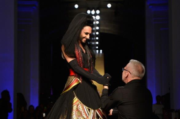 Jean Paul Gautier fa sfilare per la Paris Fashion Week 2014 Conchita Wurst