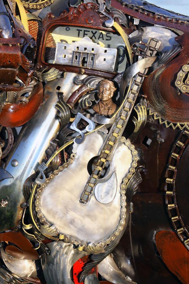 John Legend crea opere d'arte con pezzi di riciclo