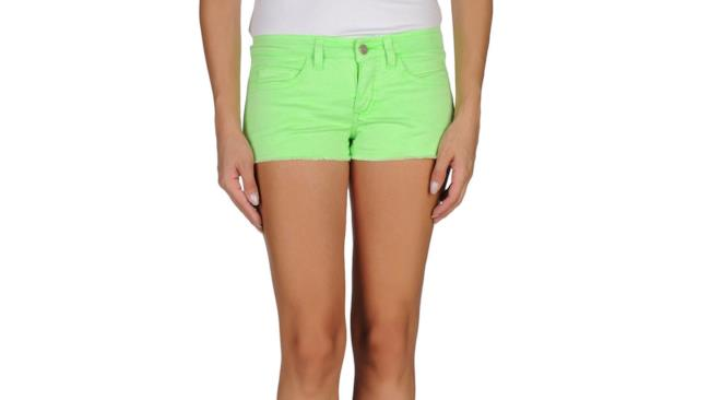 Pantaloncini da donna must have per l'estate 2014 su yoox, colore verde fluo