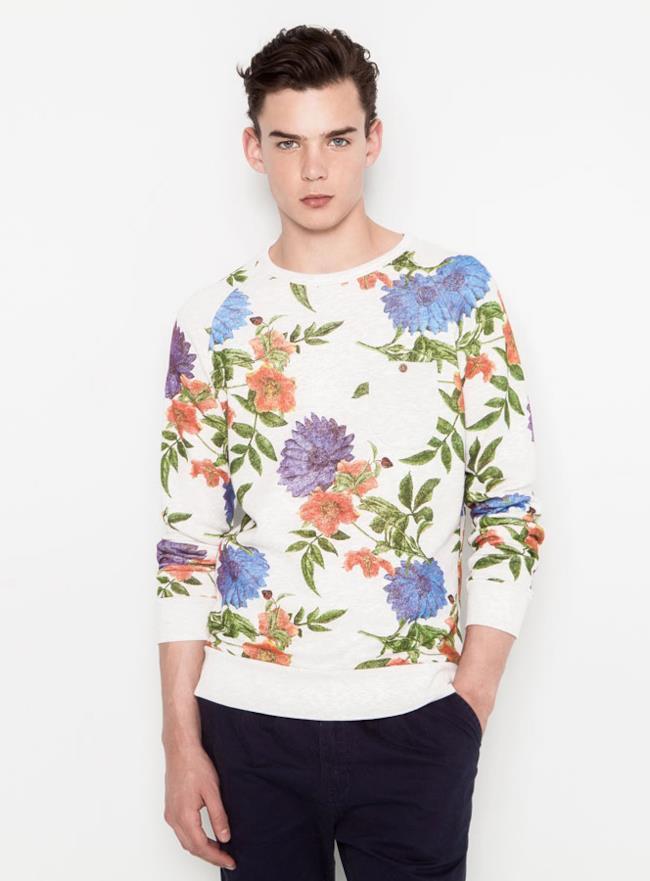 Shopping Pull & Bear estate 2014, felpa con fantasia a fiori