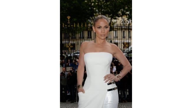 Jennifer Lopez in Versace per la sfilata haute couture di Parigi, luglio 2014