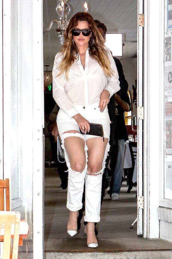 Khloe Kardashian con un denim effetto used
