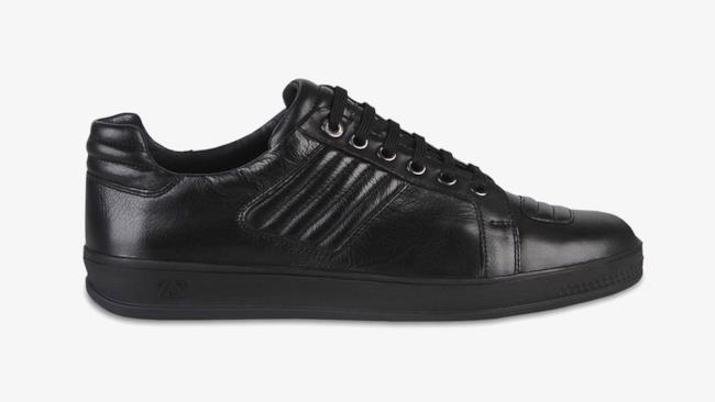 Classica sneakers nera in pelle di Zegna della collezione primavera estate 2014