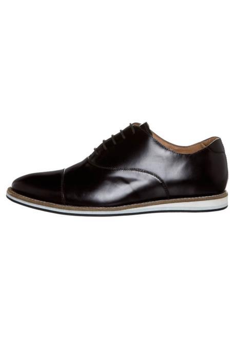 Nel tuo outfit alla Zac Efron non può mancare la scarpa stringata in pelle per l'estate 2014