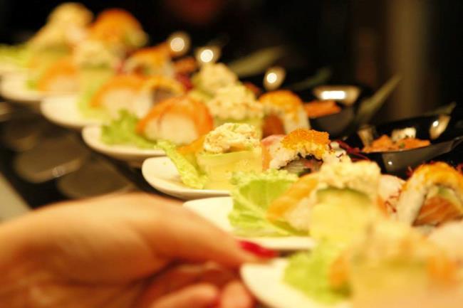 Sushi Dining IZU il Catering durante il party a Milano in Corso Lodi