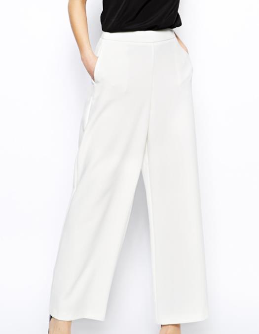 Il look per l'estate 2014 alla Kim Kardashian con pantalone bianco di ASOS