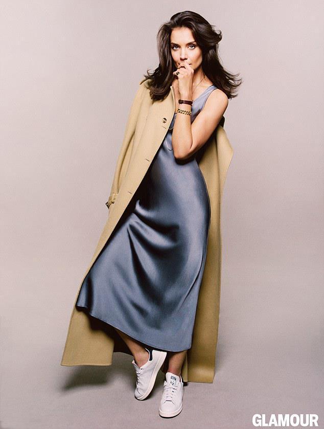 Katie Holmes in topless su Glamour di agosto