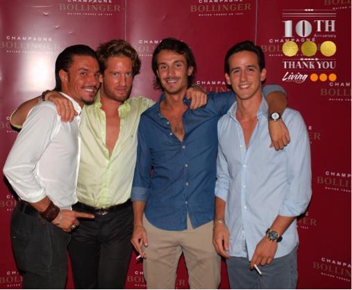 Foto di Mattia e alcuni amici al party per i 10 anni di LIVING