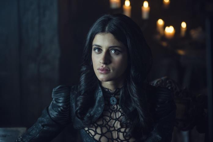 Anya Chalotra in una scena di The Witcher