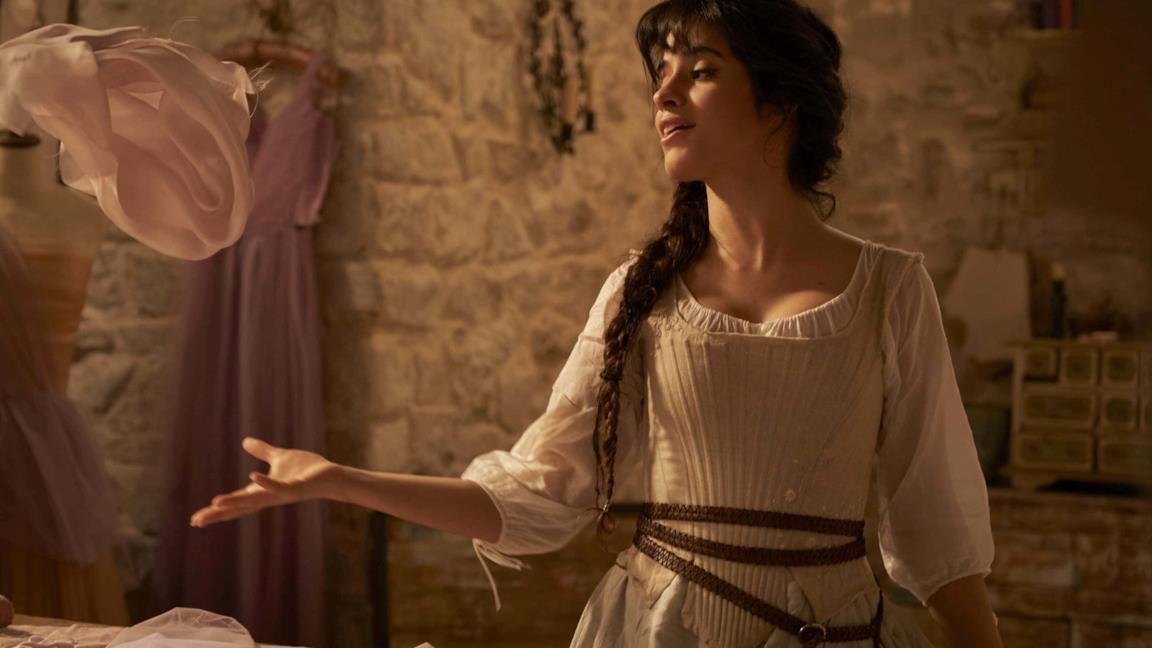 La Cenerentola di Camila Cabello è un'aspirante stilista nel trailer del live action