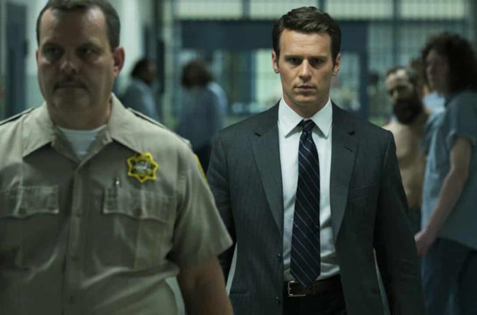 Holden in una scena della serie TV