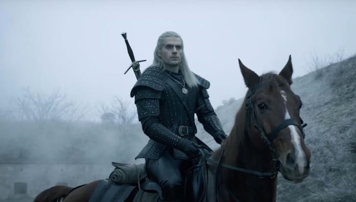 Henry Cavill e il cavallo Rutilia in The Witcher