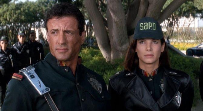 Una scena di Demolition Man, film con Sylvester Stallone e Sandra Bullock