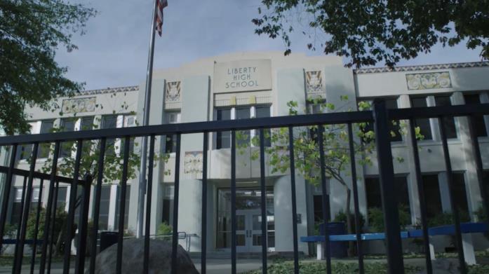 Il liceo di Tredici, la facciata