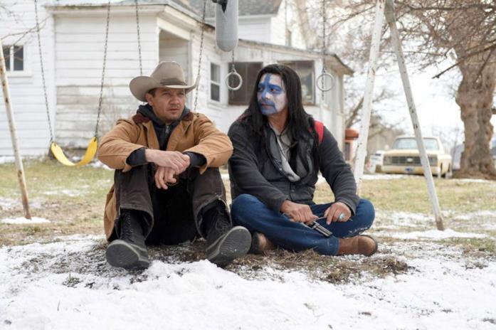 Il cacciatore e l'abitante della riserva di Wind River dialogano sulla neve