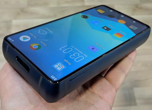 Foto del nuovo smartphone di Energizer scattata al MWC2019 (1)