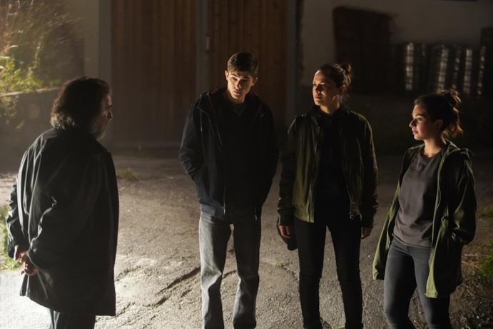 Un'immagine dal set di Curon