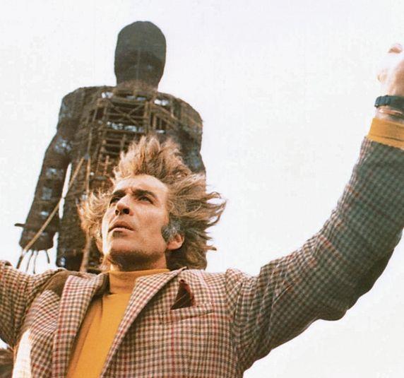 Christopher Lee in una scena di The Wicker Man