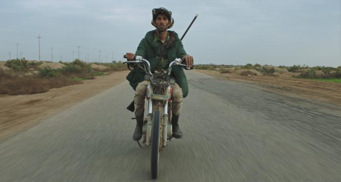 Un uomo in motorino