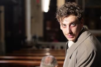 Un primo piano di Gabriel Lo Giudice nel film Il signor Diavolo