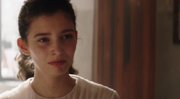 Lila trattiene a stento le lacrime di fronte al tradimento di Stefano