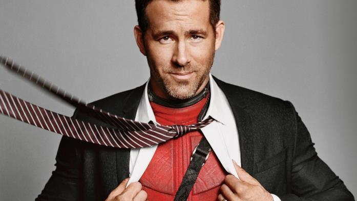 L'affascinante Ryan Reynold con il costume di Deadpool