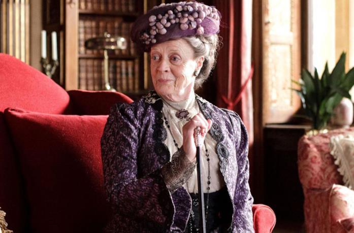 Maggie Smith in una scena di Downton Abbey
