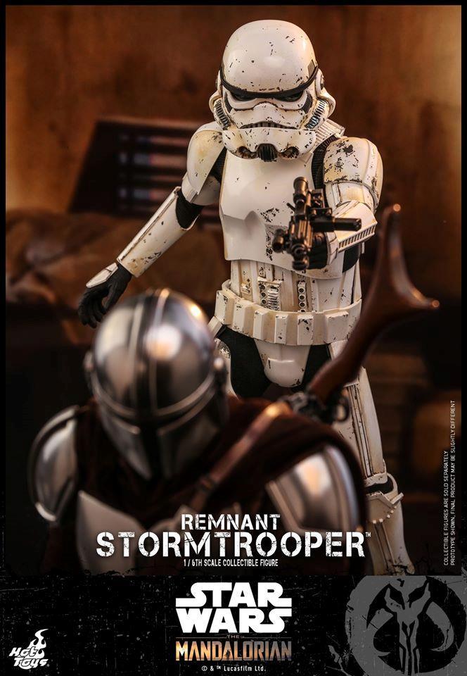 Stormtrooper nuova action figure di Hot Toys che combatte in The Mandalorian