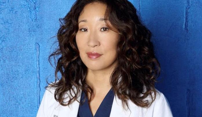 Un'immagine promozionale di Sandra Oh nel ruolo di Cristina Yang