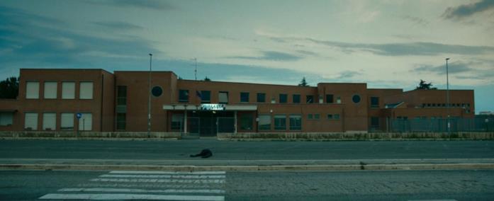 Matteo Olivetti muore nel finale del film La terra dell'abbastanza