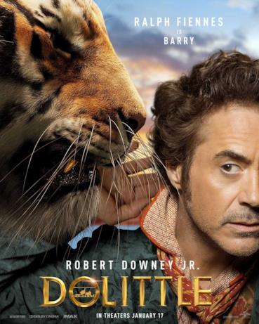 Robert Downey Jr. con la tigre a cui dà la voce Ralph Fiennes