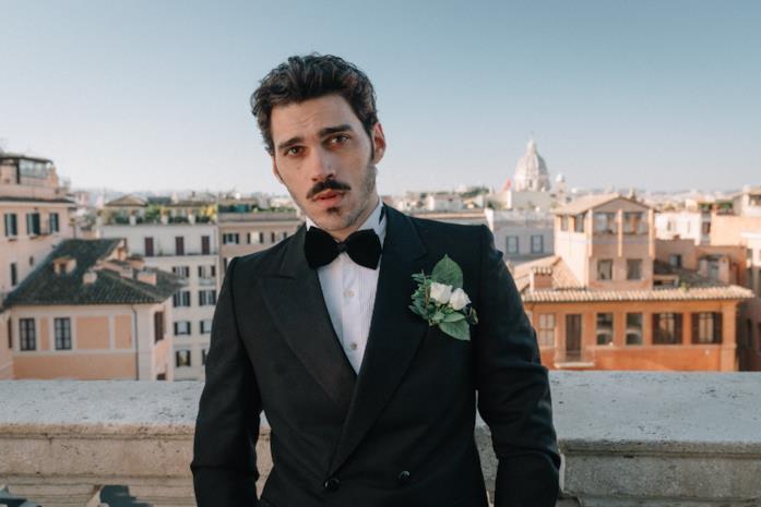 Giuseppe Maggio vestito da sposo